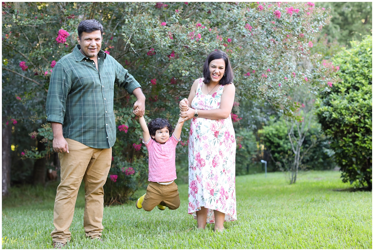 Family backyard maternity photos